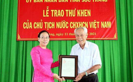Chủ tịch nước Nguyễn Xuân Phúc biểu dương cụ ông 98 tuổi tích cực làm từ thiện