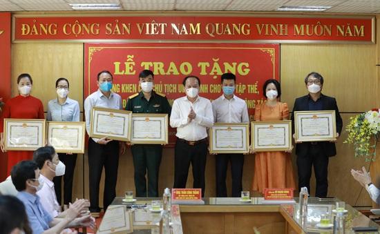 Bắc Giang trao bằng khen cho cá nhân, tập thể chung tay phòng chống COVID-19