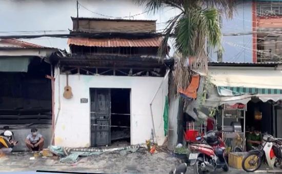 Cháy nhà trong hẻm, vợ tử vong, chồng và con bị thương nặng