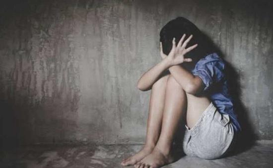 """Khởi tố """"yêu râu xanh"""" 71 tuổi hiếp dâm hai bé gái 8 tuổi ở Yên Bái"""
