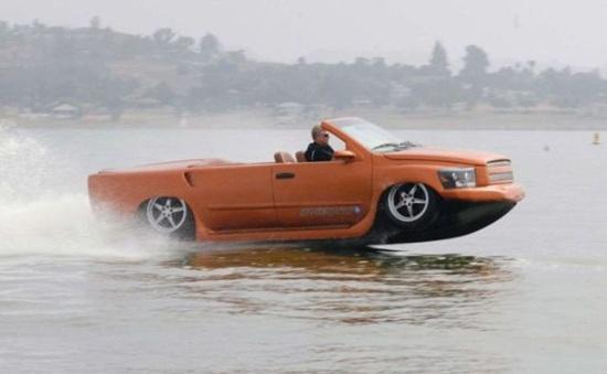 Trải nghiệm ô tô lướt trên mặt nước tại Ai Cập