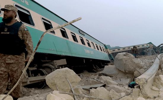 Pakistan: Hai đoàn tàu cao tốc đâm nhau khiến ít nhất 30 người thiệt mạng