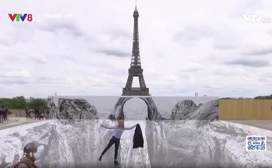 Tháp Eiffel trên vách đá