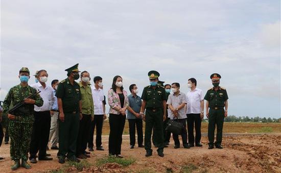 Phó Chủ tịch nước động viên các lực lượng trên tuyến đầu chống dịch COVID-19