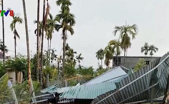 Quảng Ngãi: Nhiều nhà bị tốc mái do mưa giông, lốc