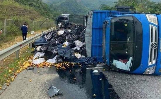 Tai nạn liên hoàn trên cao tốc Nội Bài - Lào Cai khiến giao thông ùn tắc nghiêm trọng