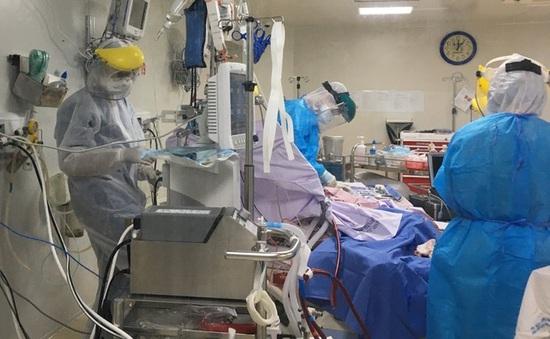 1 bác sĩ lo cho 10 bệnh nhân COVID-19: Áp lực khủng khiếp tại các bệnh viện ở  TP Hồ Chí Minh