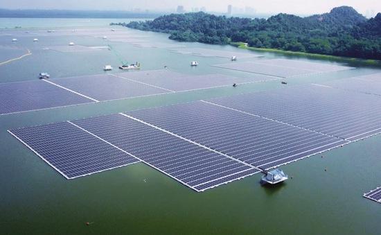 Trang trại điện mặt trời nổi khổng lồ tại Singapore