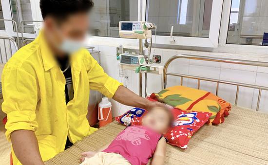 Bắc Giang: Bé gái 22 tháng tuổi bị ngạt khí do mắc kẹt trên xe ô tô