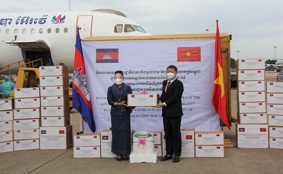 TP Hồ Chí Minh tiếp nhận lô hàng do Campuchia hỗ trợ chống dịch COVID-19