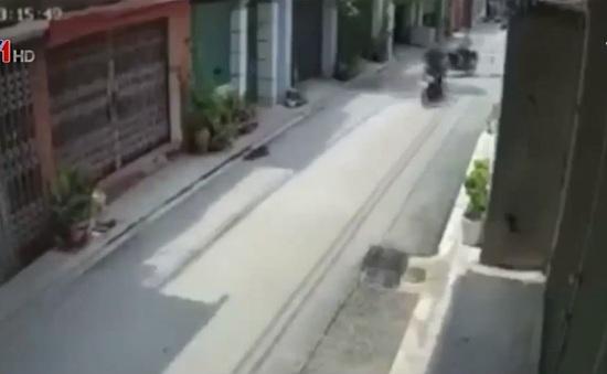 Xe máy lao như tên bắn gây tai nạn nghiêm trọng