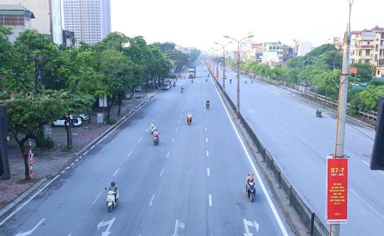 Giao thông Hà Nội thông thoáng trong ngày đầu thực hiện giãn cách xã hội theo nguyên tắc của Chỉ thị 16