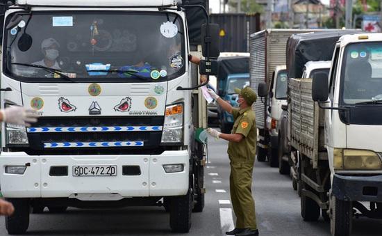 Tạo điều kiện thuận lợi cho xe chở hàng, vận chuyển công nhân ra, vào Hà Nội