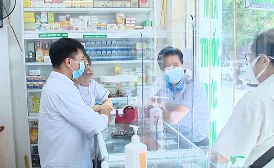 Hà Nội đình chỉ 30 nhà thuốc không đảm bảo an toàn phòng dịch