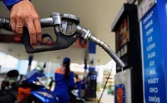 Nghịch lý xăng dầu nội giảm tiêu thụ 50%, xăng dầu ngoại vẫn ùn ùn đổ bộ