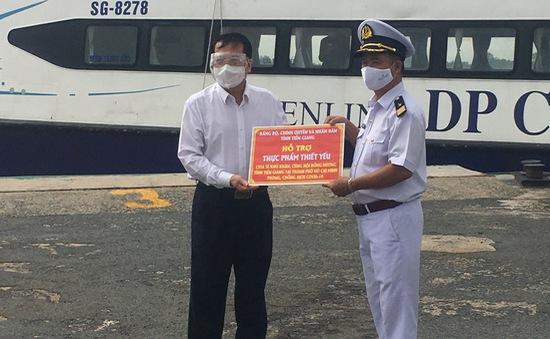 Dùng tàu cao tốc vận chuyển lương thực ủng hộ từ ĐBSCL về TP Hồ Chí Minh