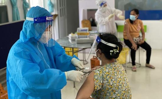 Nếu sốt sau tiêm vaccine COVID-19 nên kiêng những thứ này