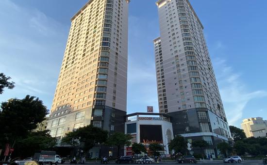 """Hà Nội: Người dân chung cư Hancorp Plaza """"kêu trời"""" vì bị cắt thang máy giữa mùa dịch"""