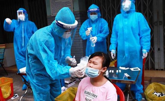 TP Hồ Chí Minh: Số ca nhiễm COVID-19 cộng đồng tăng đột biến