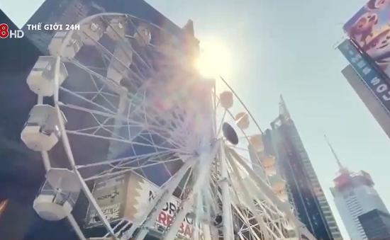 Đu quay giữa quảng trường Thời Đại, thành phố New York
