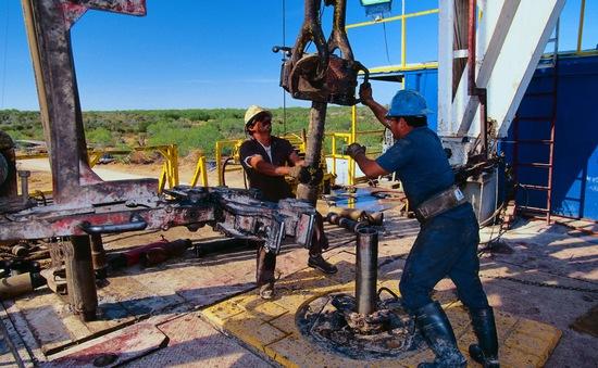 OPEC+ xem xét lại mức tăng sản lượng dầu