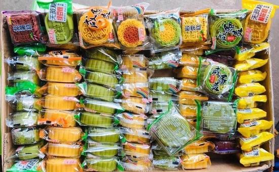 Hà Nội: Thu giữ số lượng lớn bánh trung thu siêu rẻ nhập lậu, chỉ từ 3.000 đồng/chiếc