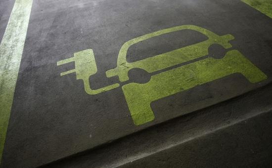 """Xe điện đang """"đốt tiền"""" của các nhà sản xuất ô tô như thế nào?"""