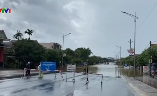 Mưa lớn gây ngập nặng tuyến Quốc lộ 1