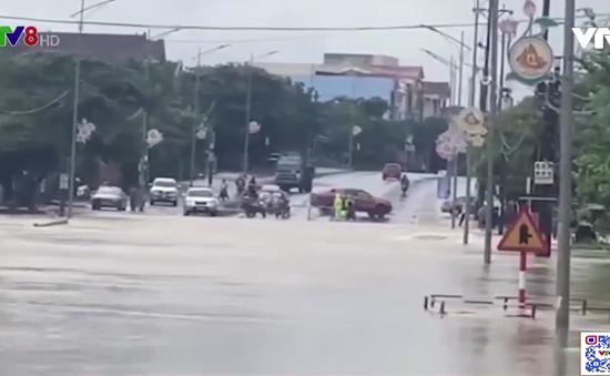 Hà Tĩnh: Mưa to gây chia cắt tuyến Quốc lộ 1A