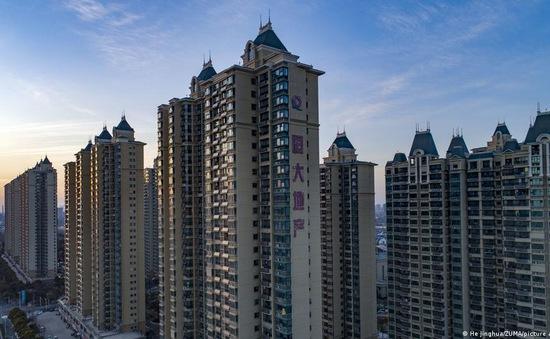 """Tập đoàn BĐS lớn thứ hai Trung Quốc cõng """"núi nợ"""" hơn 300 tỷ USD"""