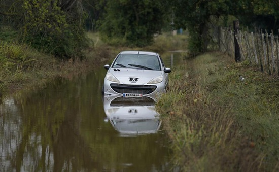 Mưa bão tấn công miền Nam nước Pháp, 9 người tử vong do đuối nước