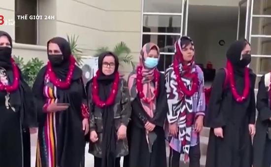 Đội bóng đá nữ Afghanistan trốn ra nước ngoài