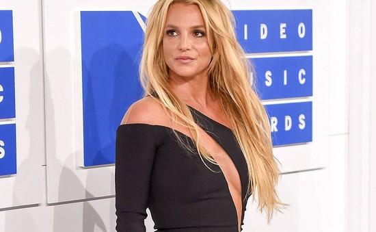 Britney Spears là 1 trong 100 người có ảnh hưởng nhất năm 2021 Time, Paris Hilton ca ngợi