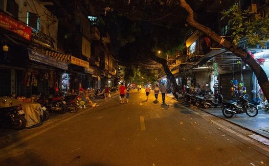 """Phố Hàng Mã chặn chốt hai đầu, """"thủ phủ"""" đồ chơi Trung thu ở Hà Nội vắng lặng"""