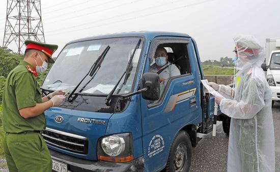 Hà Nội: Hơn 2.000 xe phải quay đầu tại cửa ngõ, thêm 79 vụ vi phạm phòng dịch