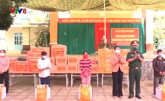 Quân khu 5 tặng quà và khám chữa bệnh tại Khánh Hòa