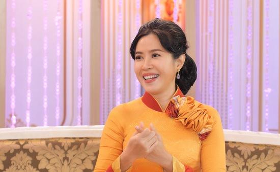 """MC Quỳnh Hoa lặng người khi con gái viết """"thèm tiếng người trong nhà"""""""