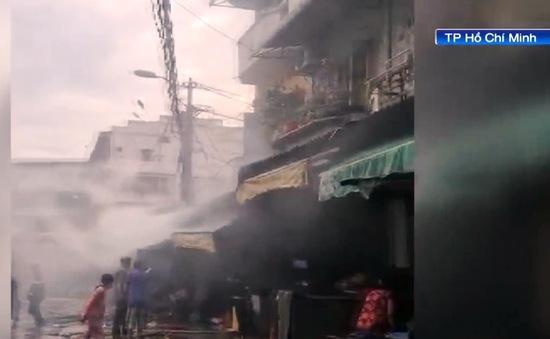 Cứu kịp thời cụ bà F0 73 tuổi bị ngạt khói trong đám cháy