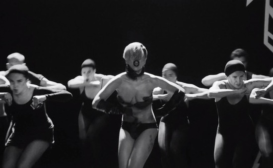 Vì sao Lady Gaga thích khoả thân?