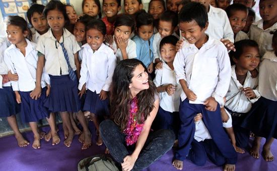 Hậu chia tay Justin Bieber, Selena Gomez tìm lại cảm hứng ở Nepal