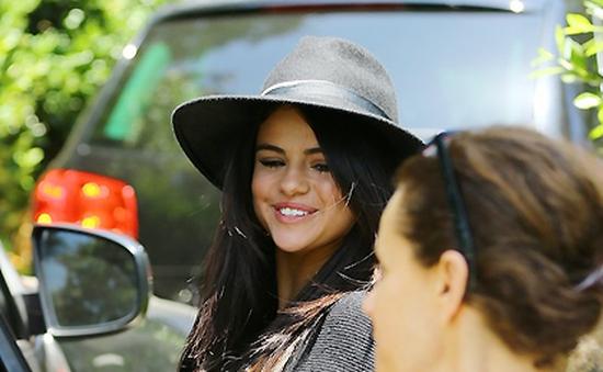 Selena Gomez cầu cứu cảnh sát