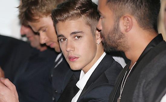 Justin Bieber bị cảnh sát hỏi thăm liên tục