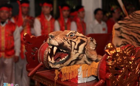Lễ hội làng La Cả: Hấp dẫn màn múa côn nhử hổ