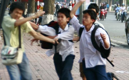 Bạo lực học đường theo kiểu xã hội đen