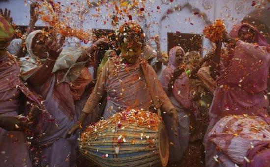 Tưng bừng lễ hội Sắc màu lớn nhất Thế giới