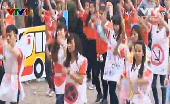 Sinh viên nhảy Flashmob hưởng ứng Tháng Thanh niên