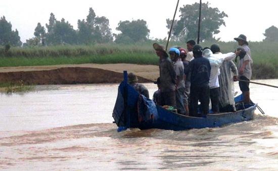 Lật thuyền trên sông Ba, hai mẹ con chết đuối