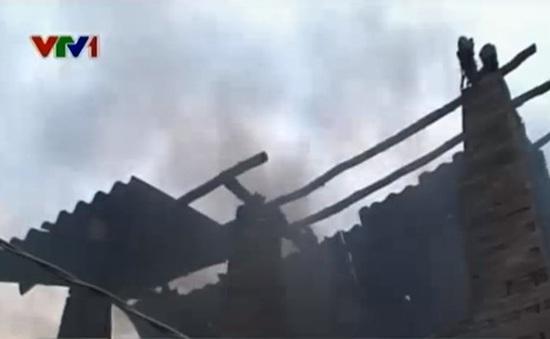 """Khánh Hòa: Cả làng """"sống chung"""" với khói bụi lò nung gạch"""