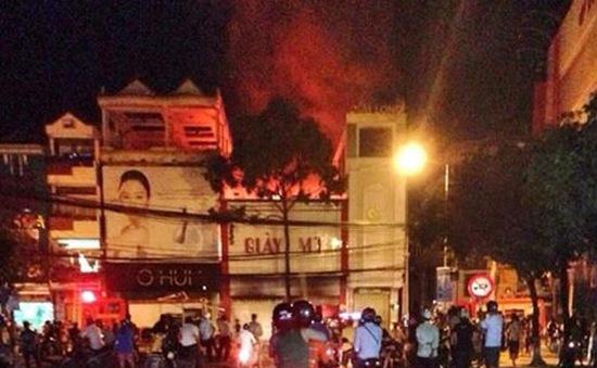 Cháy lớn tiệm giày tại Cần Thơ, 3 người một nhà tử vong