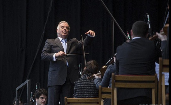 Hòa nhạc miễn phí trên cầu, thu hút hàng nghìn người Argentina